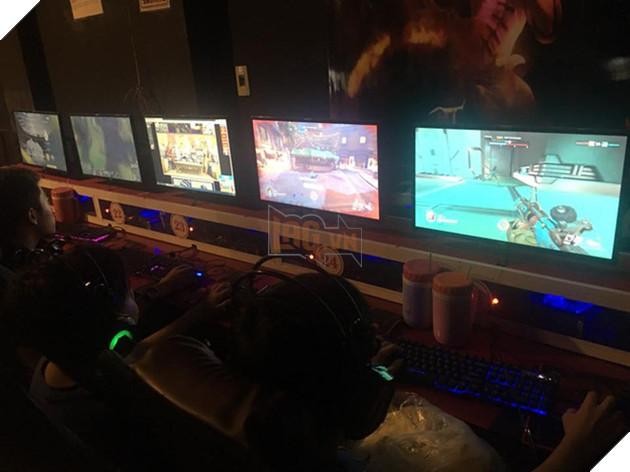 Overwatch đang ngày càng phổ biến tại các quán net Việt Nam.