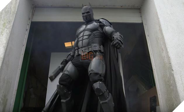 Giật mình với bộ giáp Batman có đầy đủ đồ chơi như thật