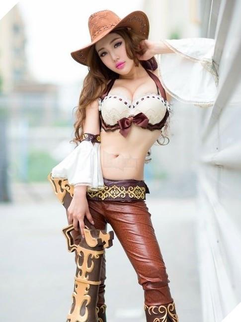 Chảy máu mũi với cosplay Miss Fortune cực nóng bỏng trong Liên Minh Huyền Thoại