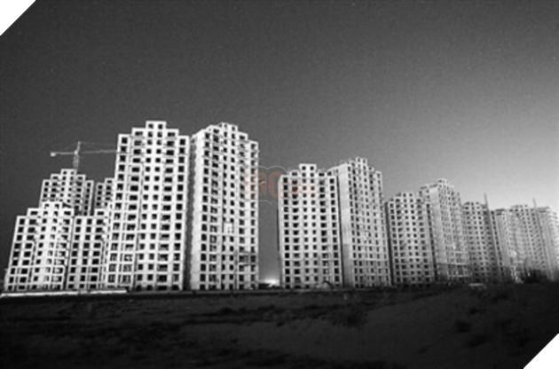 Rợn người trước khung cảnh vườn không nhà trống tại các thành phố ma ở Trung Quốc - Ảnh 3.