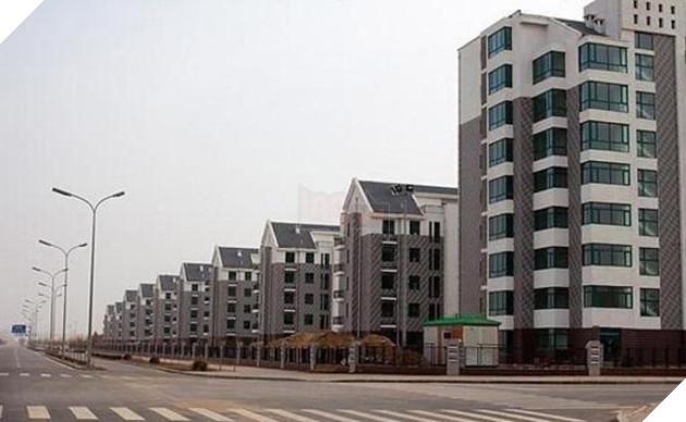 Rợn người trước khung cảnh vườn không nhà trống tại các thành phố ma ở Trung Quốc - Ảnh 8.