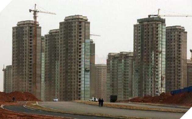 Rợn người trước khung cảnh vườn không nhà trống tại các thành phố ma ở Trung Quốc - Ảnh 11.