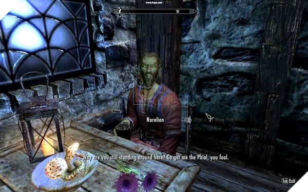 Hầu hết những đoạn hội thoại với NPC đều liên quan đến nội dung trong game