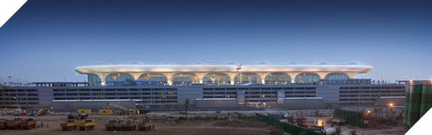 Nhìn từ xa, sân bay giống một chiếc đĩa bay của người ngoài hành tinh. Màu trắng thật nổi bật giữa nền trời trong xanh ở Ân Độ