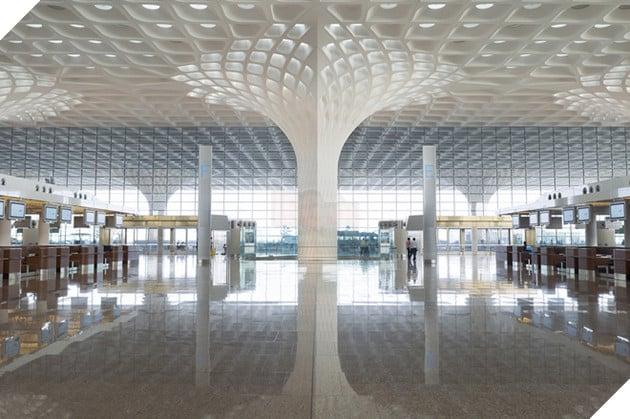Đại sảnh của sân bay được thiết kế với gam màu trắng và kết cấu mạng tinh thể độc đáo