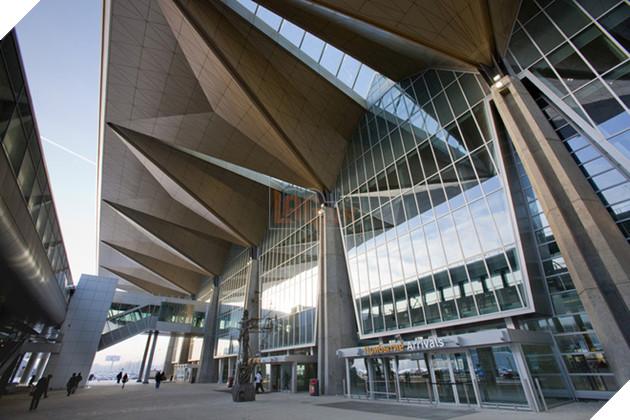 Sân bay được thiết kế với các diện tam giác low-poly giản lược, tạo sự ấn tượng về mặt thị giác cho không gian