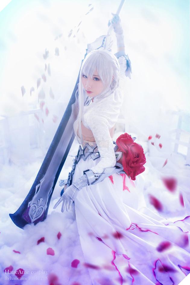 Ngỡ ngàng với cosplay Bạch Tuyết cực gợi cảm trong game di động SINoALICE