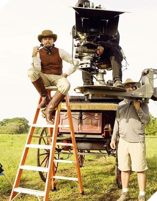 Sau cảnh quay của mình, Leonardo DiCaprio đang thử kỹ năng làm đạo diễn chăng
