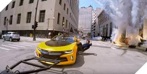Với vận tốc 45 dặm/ giờ, Mark Wahlberg thật sự rất dũng cảm khi thực hiện cảnh quay mạo hiểm này.