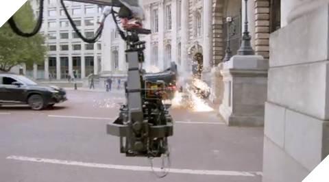 Chiếc xe phải được lộn vòng 360 độ và đâm thẳng vào công trình quốc gia