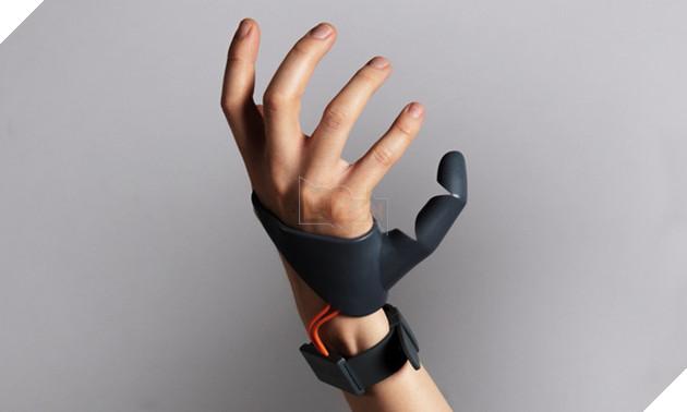 Phụ kiện cực độc giúp bạn có 6 ngón tay, thế này mà chơi game thì bá đạo quá rồi!