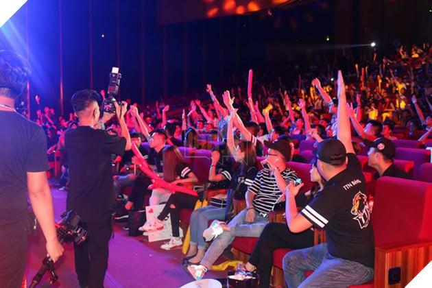 Phần đông khán giả đều sôi nổi tham gia Minishow
