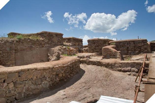 Một góc của pháo đài Alamut - khu vực có địa hình khá thuận lợi.