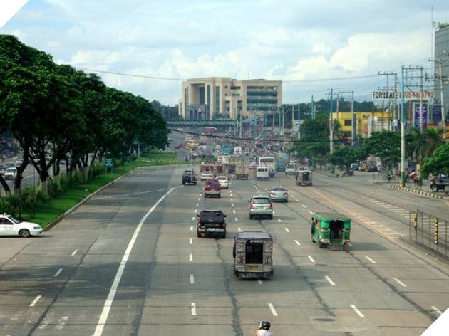 """Có nickname là """"Cao tốc sát thủ, Đại lộ Commonwealth ở Thái Lan là nơi xảy ra từ 3-5 vụ tai nạn mỗi ngày."""