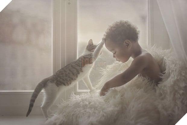 Bộ ảnh tình bạn đẹp tuyệt vời của em bé và các loài động vật - Ảnh 3.