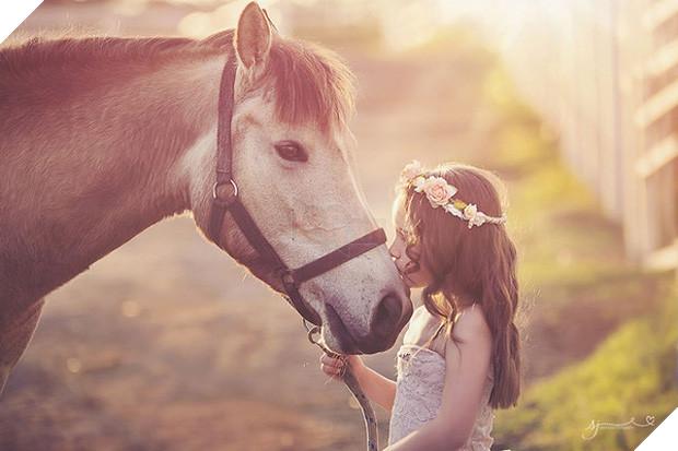 Bộ ảnh tình bạn đẹp tuyệt vời của em bé và các loài động vật - Ảnh 21.