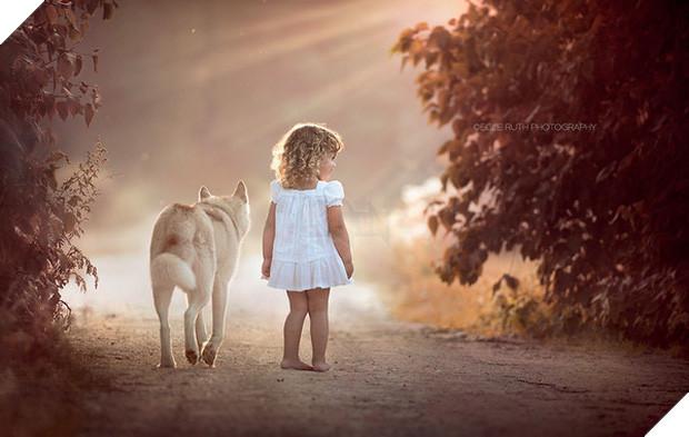 Bộ ảnh tình bạn đẹp tuyệt vời của em bé và các loài động vật - Ảnh 23.