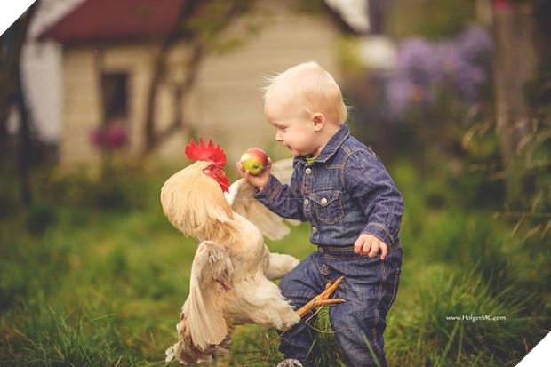 Bộ ảnh tình bạn đẹp tuyệt vời của em bé và các loài động vật - Ảnh 25.