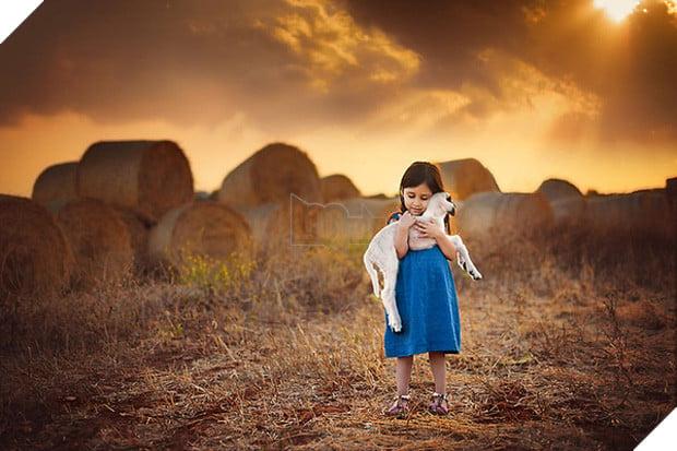 Bộ ảnh tình bạn đẹp tuyệt vời của em bé và các loài động vật - Ảnh 33.