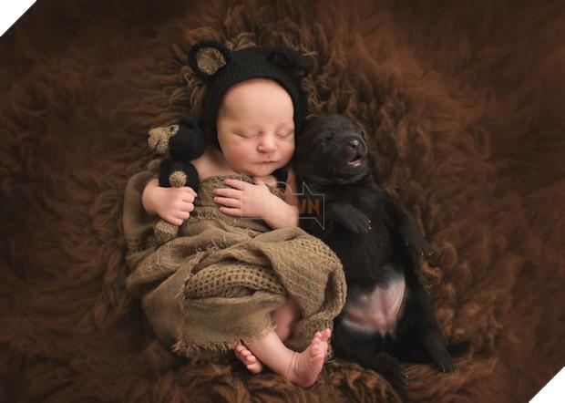 Bộ ảnh tình bạn đẹp tuyệt vời của em bé và các loài động vật - Ảnh 11.