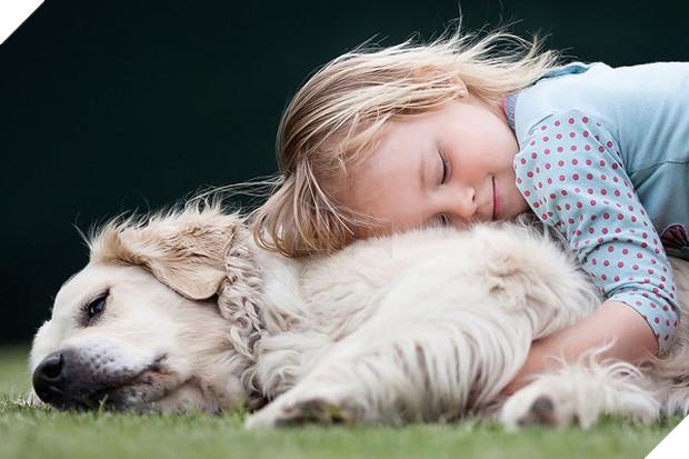 Bộ ảnh tình bạn đẹp tuyệt vời của em bé và các loài động vật - Ảnh 18.
