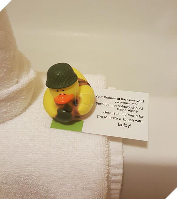 Chúng tôi tin rằng, chẳng có ai nên tắm một mình...