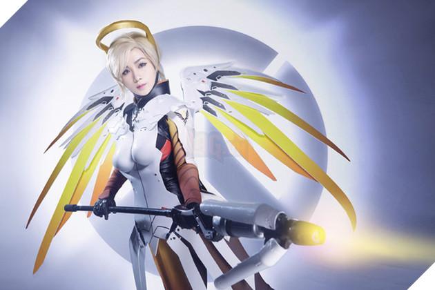 Ngất ngây với cosplay Mercy cực gợi cảm trong Overwatch