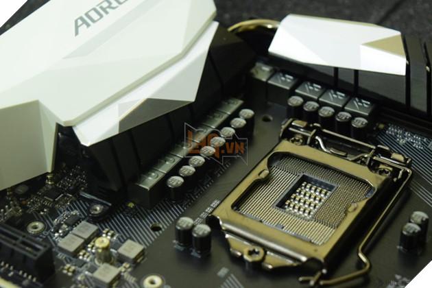 Có lẽ quyết định này đến từ sự ra đời của socket LGA 1151 v2. Socket này có  cùng số chân như LGA 1151 hiện tại ở series 100 và 200 nhưng ...
