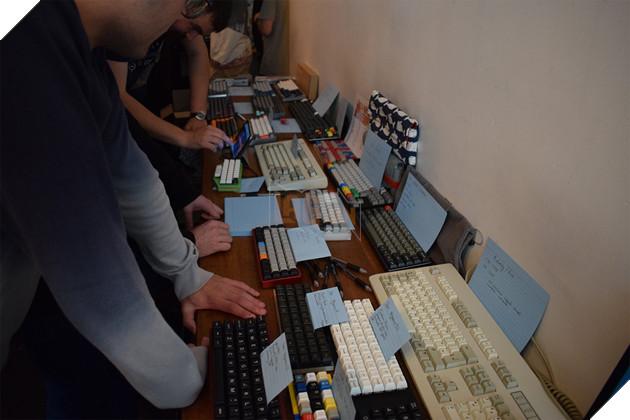 Tổng hợp các bàn phím cơ custom độc lạ từ xứ sở sương mù  10