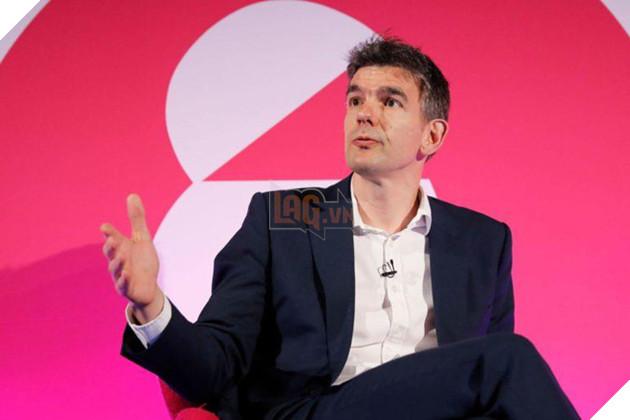 Giám đốc quản lí khu vực châu Âu, Trung Đông và châu Phi của Google, ông Matt Brittin xin lỗi vì đã cho chạy quảng cáo các nội dung tiêu cực.