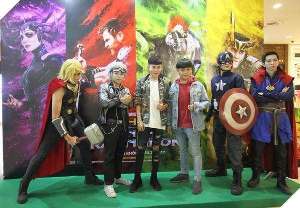 Một số khách mời chụp hình cùng dàn Cosplayer Việt Nam
