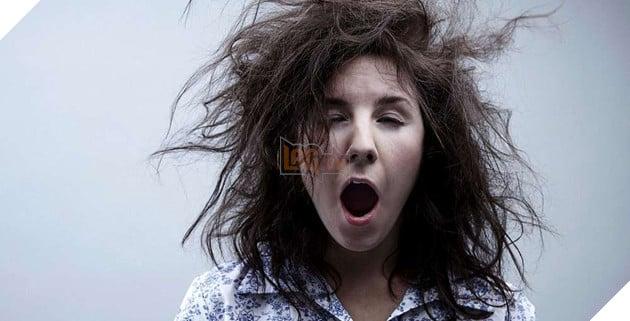 Ứng dụng báo thức trời đánh này sẽ bắt bạn cười với nó thì mới cho phép tắt âm báo - Ảnh 2.