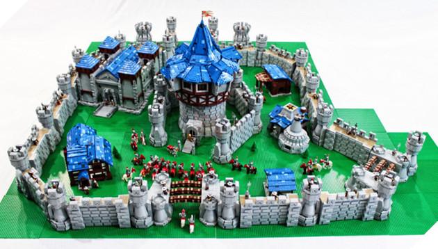 Toàn cảnh tòa thành đặc biệt bằng Lego