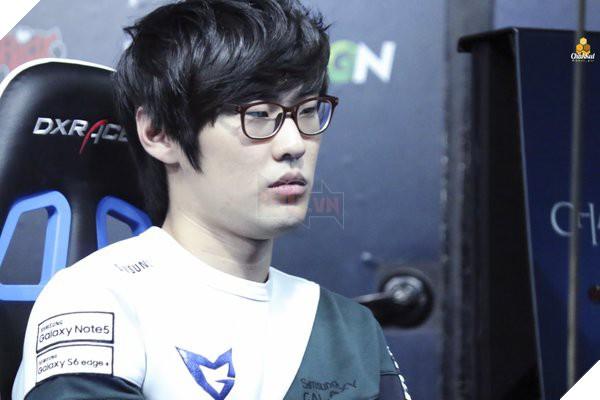 Top 4 game thủ bất ngờ thành công rực rỡ sau khi chuyển vị trí thi đấu trong Liên Minh Huyền Thoại