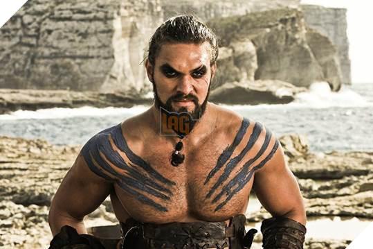 Nam diễn viên đã xây dựng hình tượng tốt đẹp trong lòng khán giả qua hình ảnh thủ lĩnh Drogo hung bạo nhưng rất mực yêu thương vợ của mình – mẹ rồng Daenerys Targaryen.