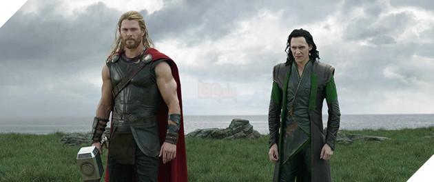 """Bom tấn """"Thor: Ragnarok"""" lọt vào top 10 phim có doanh thu cao nhất 2017"""