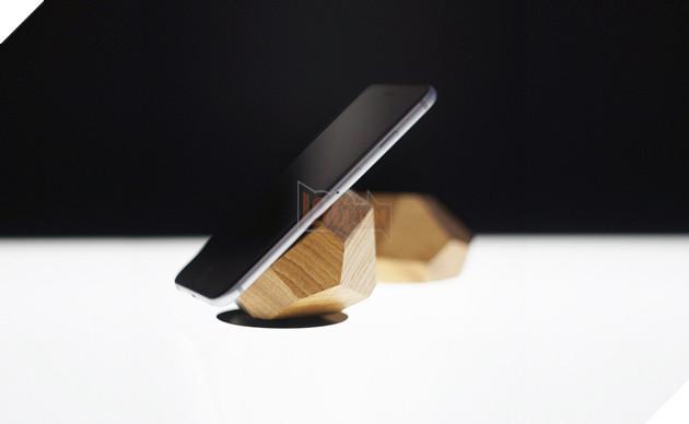 Đã bao giờ bạn thử sạc điện thoại từ gỗ như thế này chưa? - Ảnh 2.