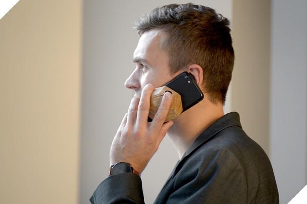Đã bao giờ bạn thử sạc điện thoại từ gỗ như thế này chưa? - Ảnh 3.