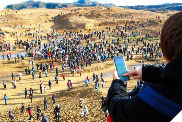 Nhìn này, 90.000 người đã lang thang giữa sa mạc 3 ngày liền chỉ để bắt Pokémon - Ảnh 3.