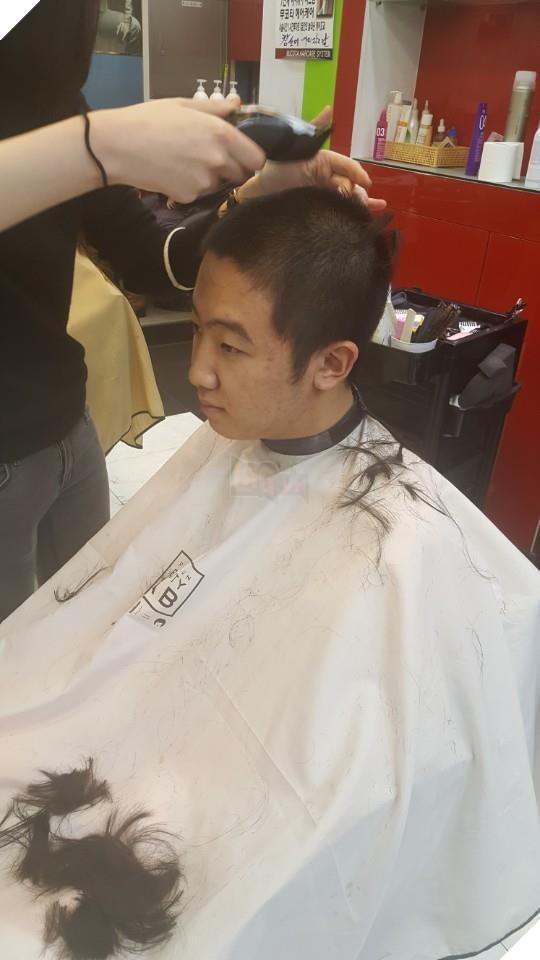 Vì phát ngôn xúc phạm người khác trong game, siêu sao đường trên của Longzhu phải cạo đầu xin lỗi