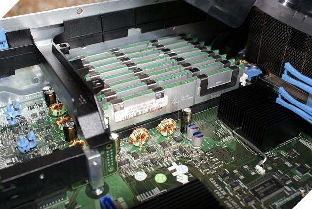 """Xuất hiện thanh RAM """"vô địch vũ trụ"""" giá lên đến 90 triệu đồng ngang cả case máy tính siêu khủng"""