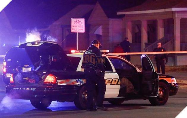 Lực lượng cảnh sát xuất hiện tại nhà Andrew Finch, sau khi sự việc xảy ra