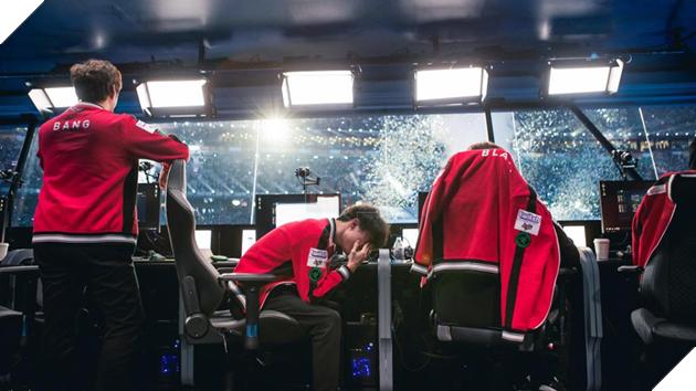 Cựu HLV trưởng SKT T1 lần đầu tiết lộ nguyên nhân khiến Bang sa sút phong độ, Faker nức nở nước mắt ở CKTG mùa 7