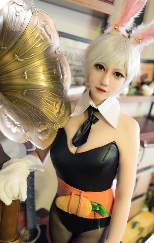 Nóng mắt với cosplay Riven Thỏ Ngọc cực gợi cảm trong Liên Minh Huyền Thoại