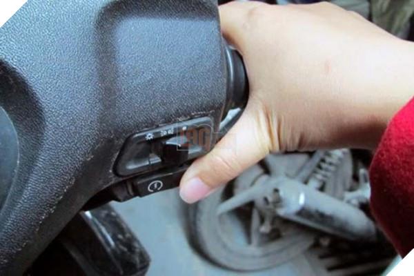 6 sai lầm tai hại khi đi xe máy mà người Việt rất hay mắc phải - Ảnh 2.