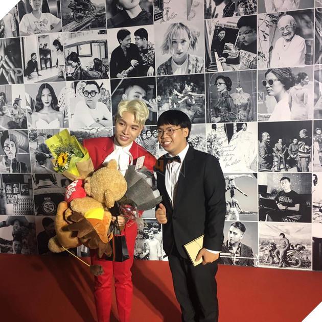 Ren được vinh dự chụp chung với ca sĩ Đức Phúc
