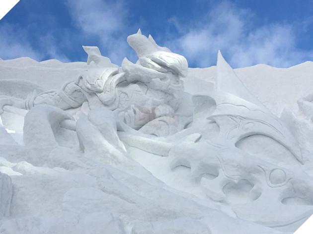 Cho dù không chơi Final Fantasy XIV, nhưng bạn chắc chắn không thể bỏ qua bức tượng điêu khắc bằng tuyết hoành tráng này tại Nhật Bản