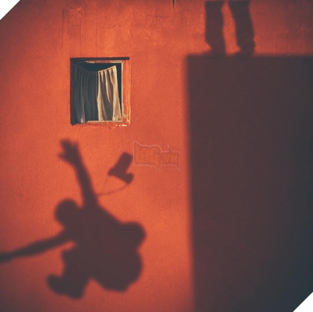 Dành 12 năm chỉ để chụp một khung cửa sổ: vật vô tri trên tường nhà hàng xóm cũng có thăng trầm của riêng nó - Ảnh 13.