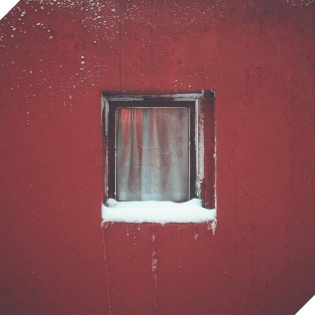 Dành 12 năm chỉ để chụp một khung cửa sổ: vật vô tri trên tường nhà hàng xóm cũng có thăng trầm của riêng nó - Ảnh 8.