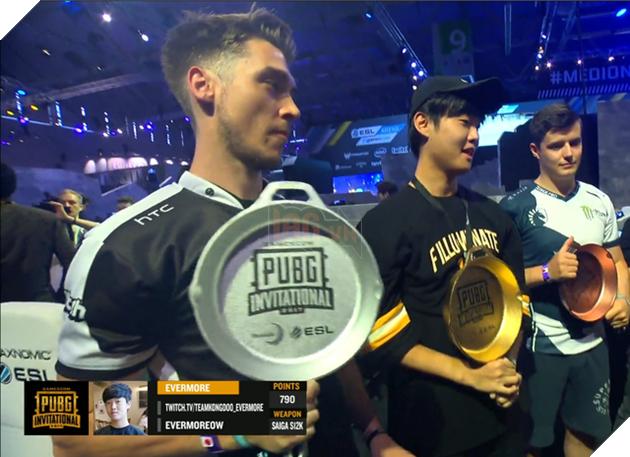 Cup vô địch cực ngộ tại giải PUBG LAN Party ở hội chợ Gamescom 2017